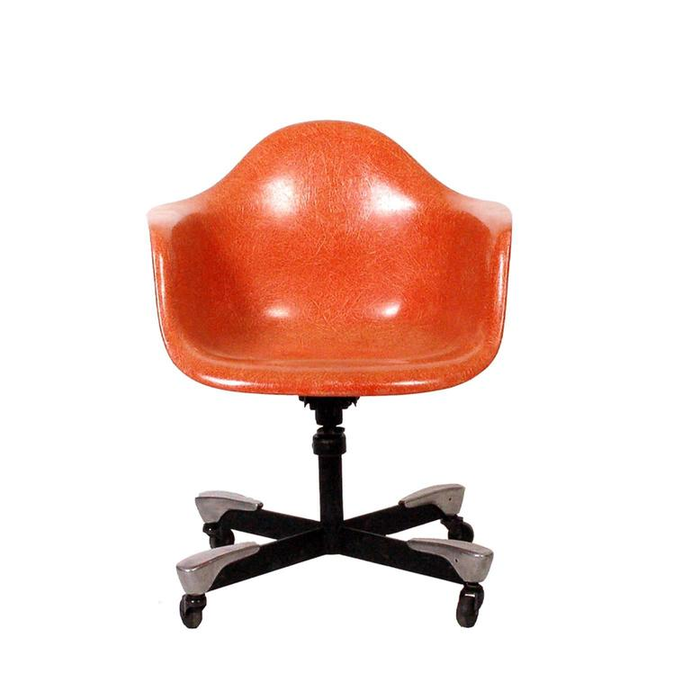 Charles Eames DAT Desk Chair for Herman Miller 1953 For Sale. Molded fiberglass arm shell aluminum and enameled steel base with casters. Tilt and swivel  sc 1 st  1stDibs & Charles Eames DAT Desk Chair for Herman Miller 1953 at 1stdibs