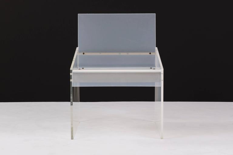 Lucite Chair in the Style of Charles Hollis Jones In Excellent Condition For Sale In Chicago, IL