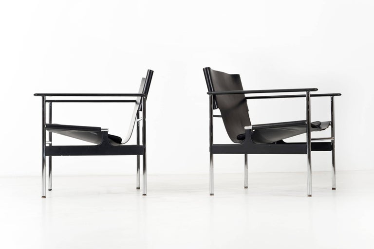Enameled Pair of Charles Pollock Black Leather Lounge Chairs For Sale