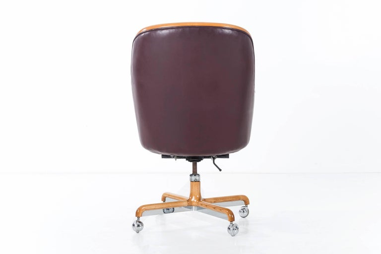 Ward Bennett Executive Desk Chair In Excellent Condition For Sale In Chicago, IL