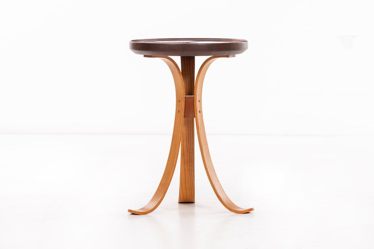 Tripod consolation table, oak splay legs with rimmed edge and inlaid wooden discs in epoxy resin.