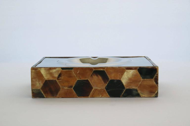 Hexagonal patterned shell and polished aluminum ash tray