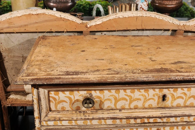 Wood 17th Century Florentine Tall Four-Drawer Commode with Painted Floral Motifs For Sale