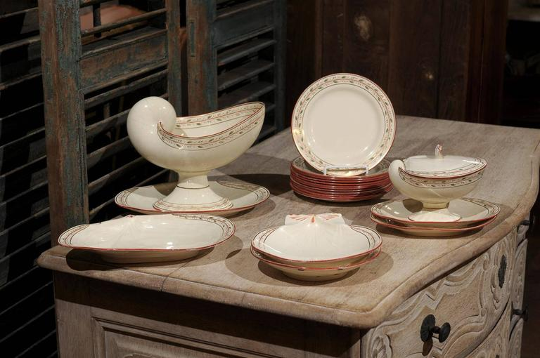 Early 19th century 20-piece wedgwood creamware seashell and seaweed set, includes: Two shell-form plates, four small clam shell platters (two larger than the others), one covered gravy boat, one large serving piece and 12 small dinner plates, maker