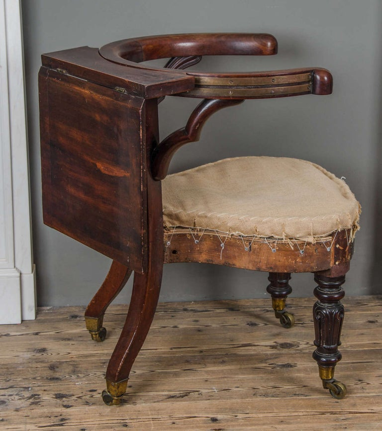 George III Mahogany and Brass-Mounted Reading Chair In Excellent Condition For Sale In London, GB