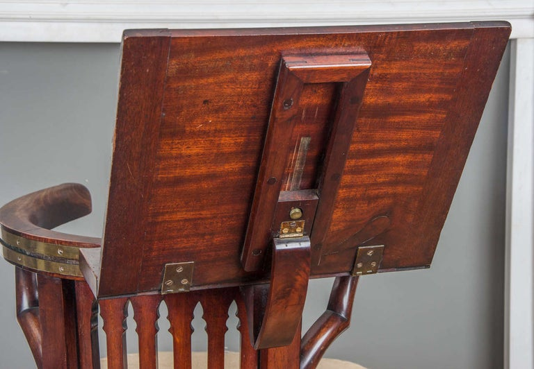 Early 19th Century George III Mahogany and Brass-Mounted Reading Chair For Sale