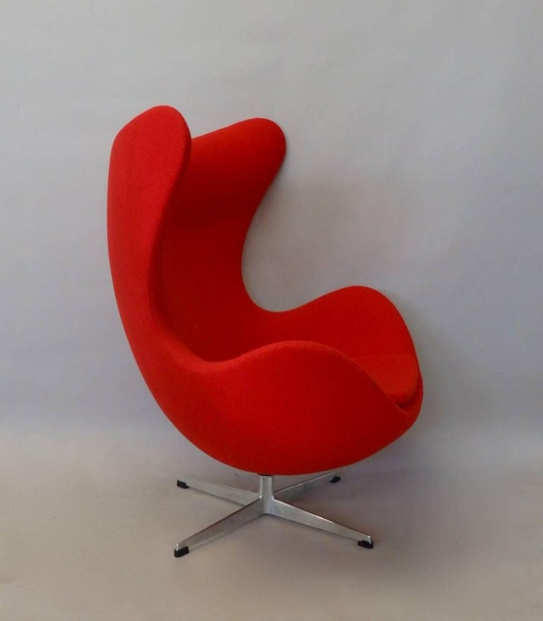 Red Arne Jacobsen Fritz Hansen Egg Chair with Ottoman In Excellent Condition For Sale In Ferndale, MI