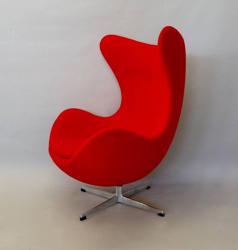 Hand-Crafted Red Arne Jacobsen Fritz Hansen Egg Chair with Ottoman For Sale