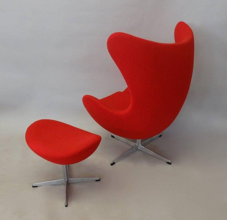 Mid-Century Modern Red Arne Jacobsen Fritz Hansen Egg Chair with Ottoman For Sale