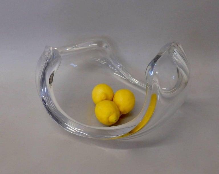 Mid-Century Modern Biomorphic Lucite Centrepiece Fruit Bowl For Sale