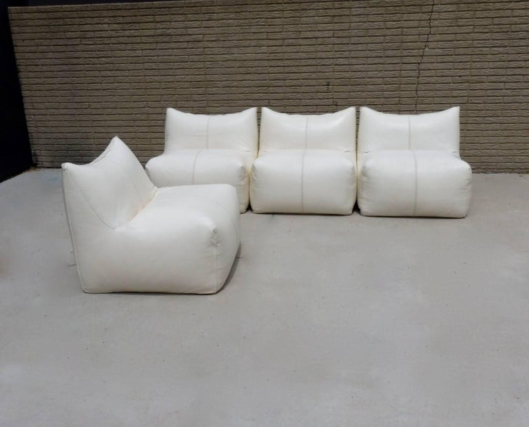 Seven piece Mario Bellini Le Bamboloe sectional sofa in white leather. Designed for B&B Italia Atelier International. Two corners with five armless sections. Both corners have a tear on one side where backrest meets the seat. One centre section has
