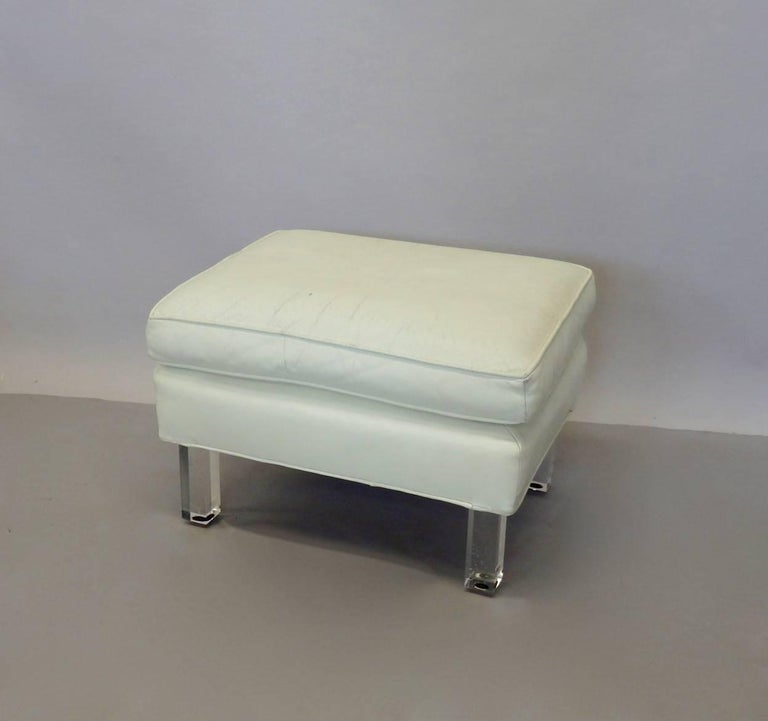 Springer Era 1970s White Leather Ottoman on Lucite Legs In Good Condition For Sale In Ferndale, MI