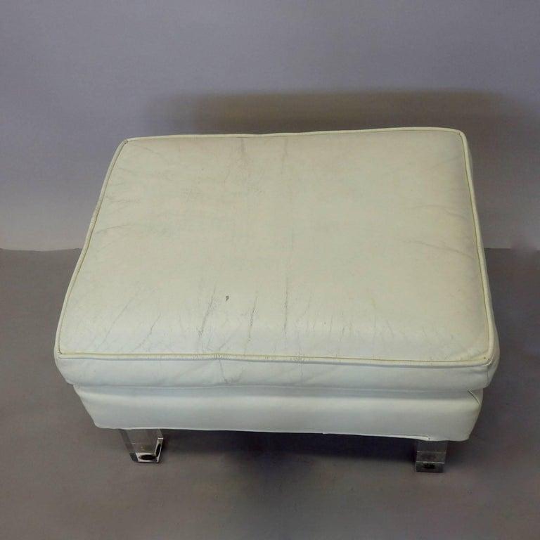 Springer Era 1970s White Leather Ottoman on Lucite Legs For Sale 2