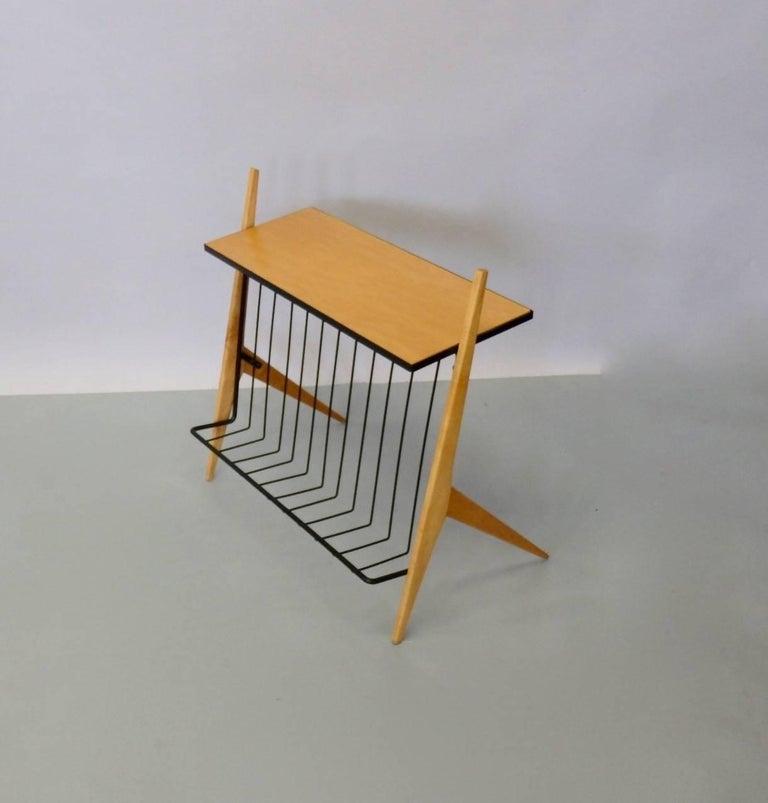 Arthur Umanoff designed Mid-Century Modernist magazine display side table. Very nice condition.