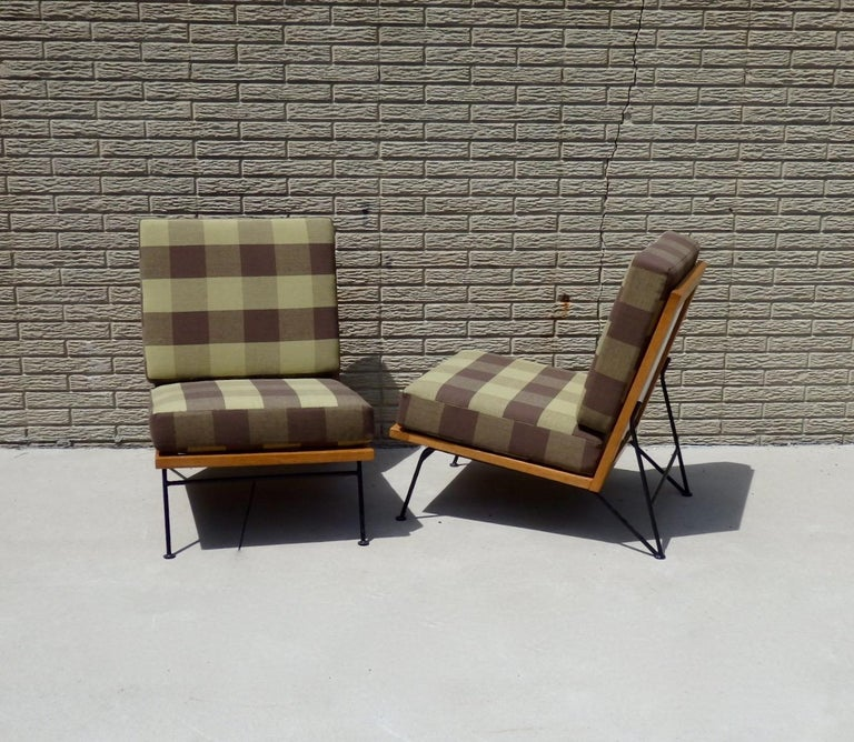 20th Century Pair of Pipsan Saarinen Swanson Wood Frame Wrought Iron Leg Lounge Chairs For Sale