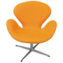 Nicely Restored Early Arne Jacobsen Fritz Hansen Swivel Tilt Orange Swan Chair