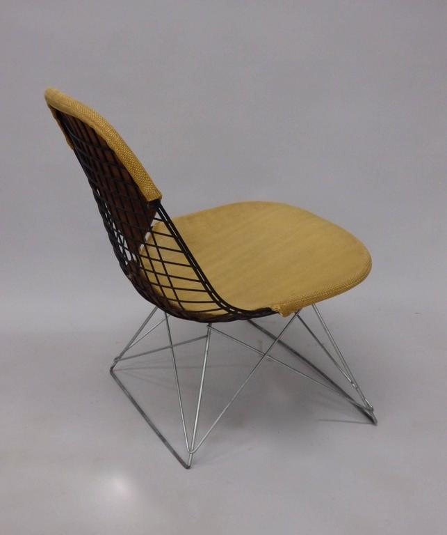 Very nice black wire frame chair on zinc cat's cradle low base. Early chair with original cover all in very nice as found untouched condition. No repairs or broken welds. Herman Miller Venice Ca. label intact.