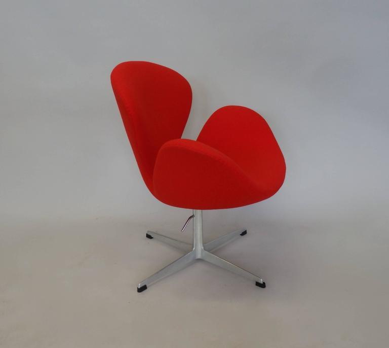 Correctly Restored Arne Jacobsen for Fritz Hansen Adjustable Height Swan Chair 2
