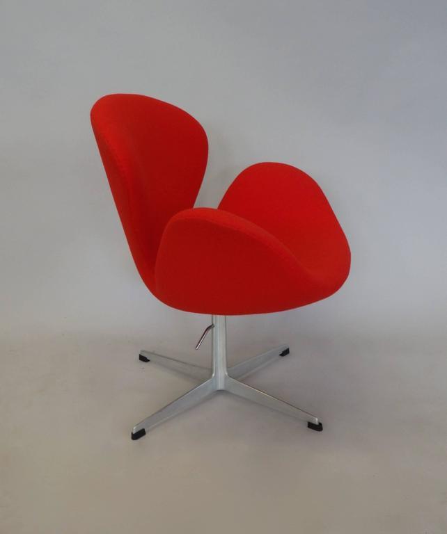 Correctly Restored Arne Jacobsen for Fritz Hansen Adjustable Height Swan Chair 3