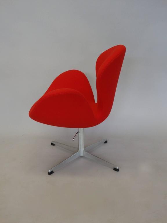 Correctly Restored Arne Jacobsen for Fritz Hansen Adjustable Height Swan Chair 4
