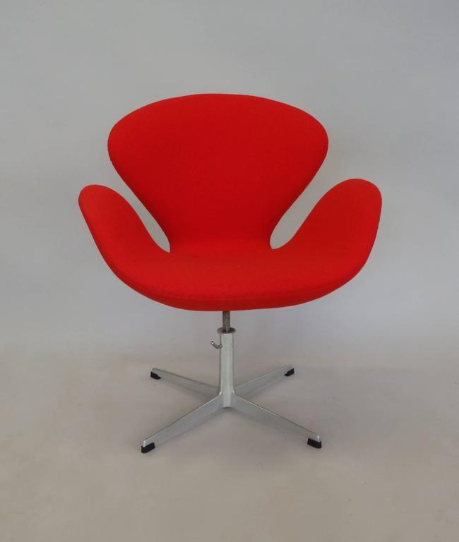Fabric Correctly Restored Arne Jacobsen for Fritz Hansen Adjustable Height Swan Chair For Sale