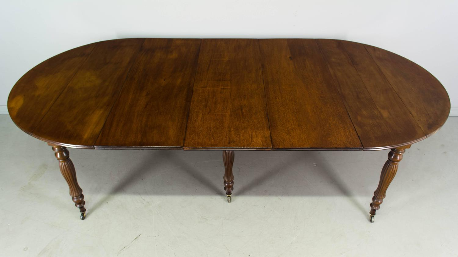 19th century louis philippe mahogany dining table at 1stdibs for Table ronde louis philippe