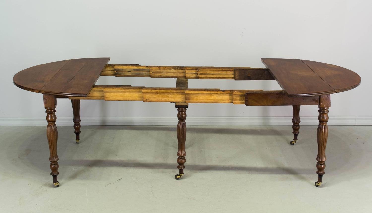 19th century louis philippe mahogany dining table at 1stdibs for Table louis philippe
