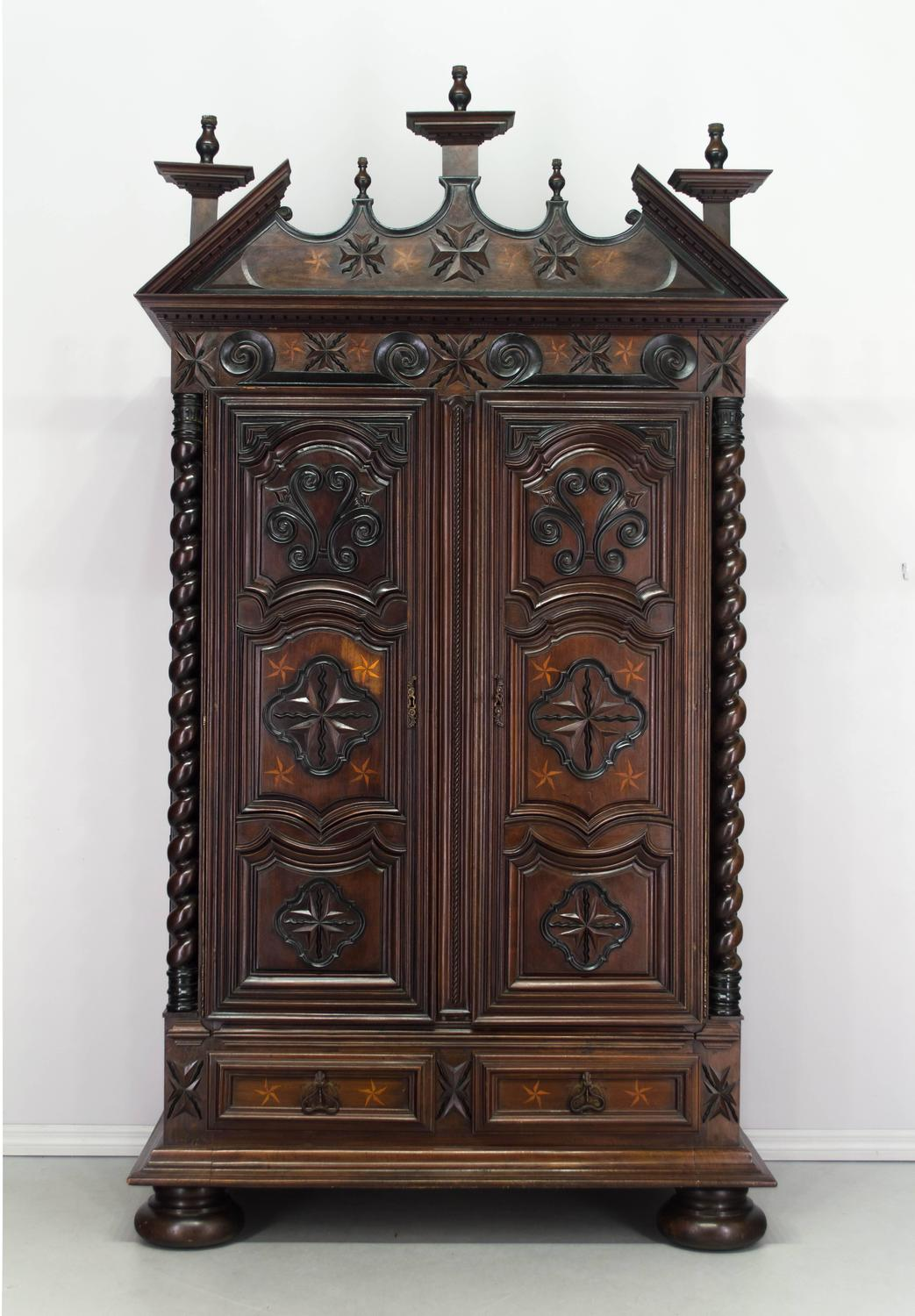 18th century louis xiii style armoire for sale at 1stdibs. Black Bedroom Furniture Sets. Home Design Ideas