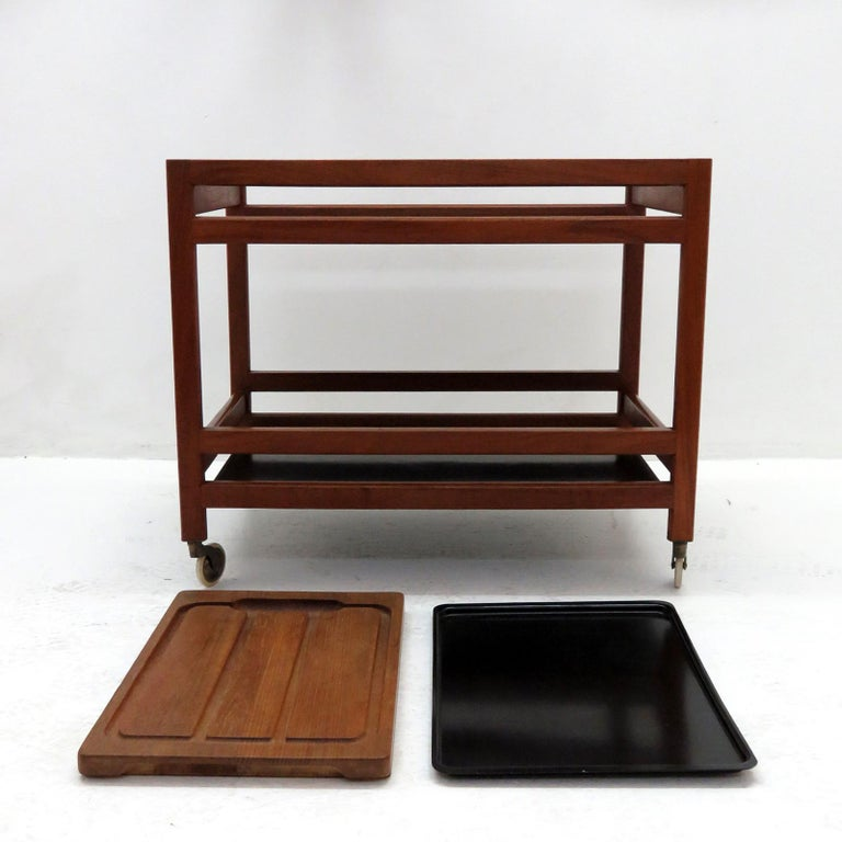 Wonderful serving cart by Børge Mogensen, model no. 5370 for Fredericia Furniture, in teak with black metal trays, a separate metal tray and a cutting board.