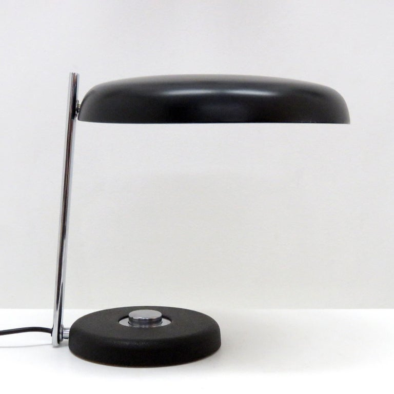 Wonderful table lamp 'Oslo' by Heinz Pfänder for Hillebrand, 1962, in chrome-plated and black enameled metal, on/off switch at the base, shade and arm rotate.