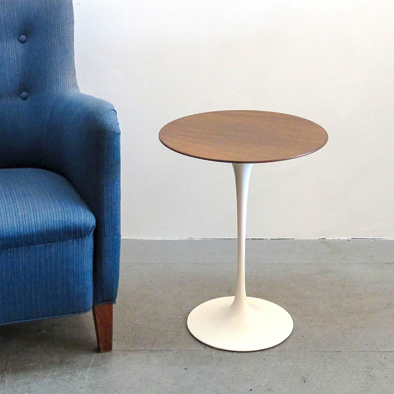 eero saarinen for knoll 1950s walnut tulip table at 1stdibs. Black Bedroom Furniture Sets. Home Design Ideas