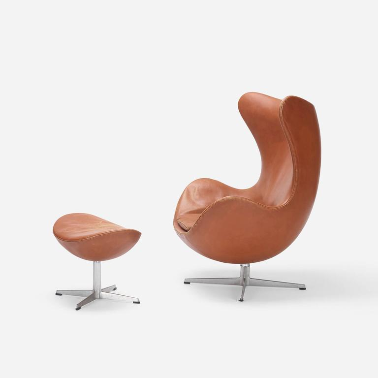 egg chair and ottoman by arne jacobsen for fritz hansen for sale at 1stdibs. Black Bedroom Furniture Sets. Home Design Ideas