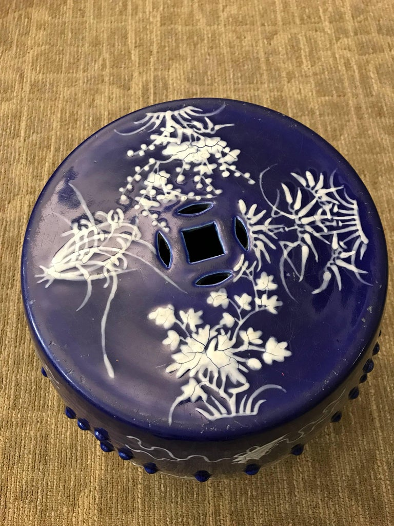 Chinese Blue and White Garden Seat In Good Condition For Sale In New York, NY