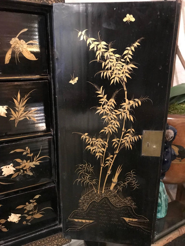 Black and Gold Lacquer Chinese Cabinet For Sale 1