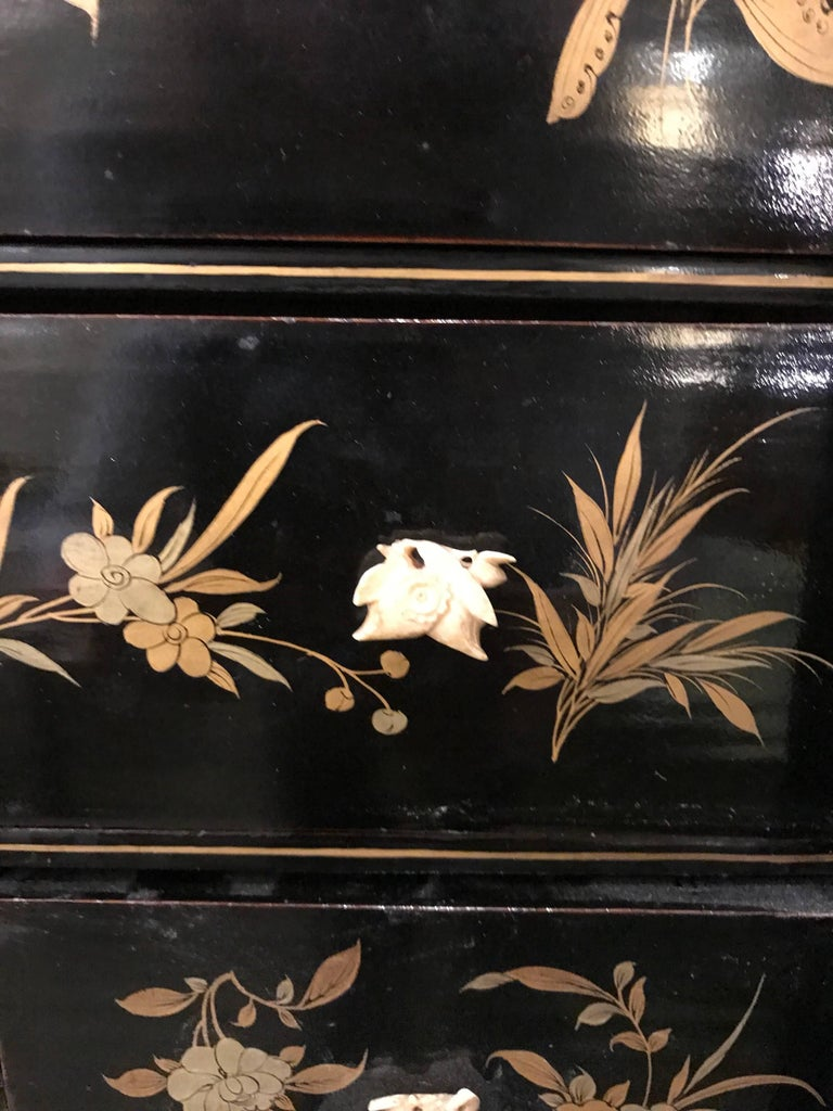Black and Gold Lacquer Chinese Cabinet For Sale 2