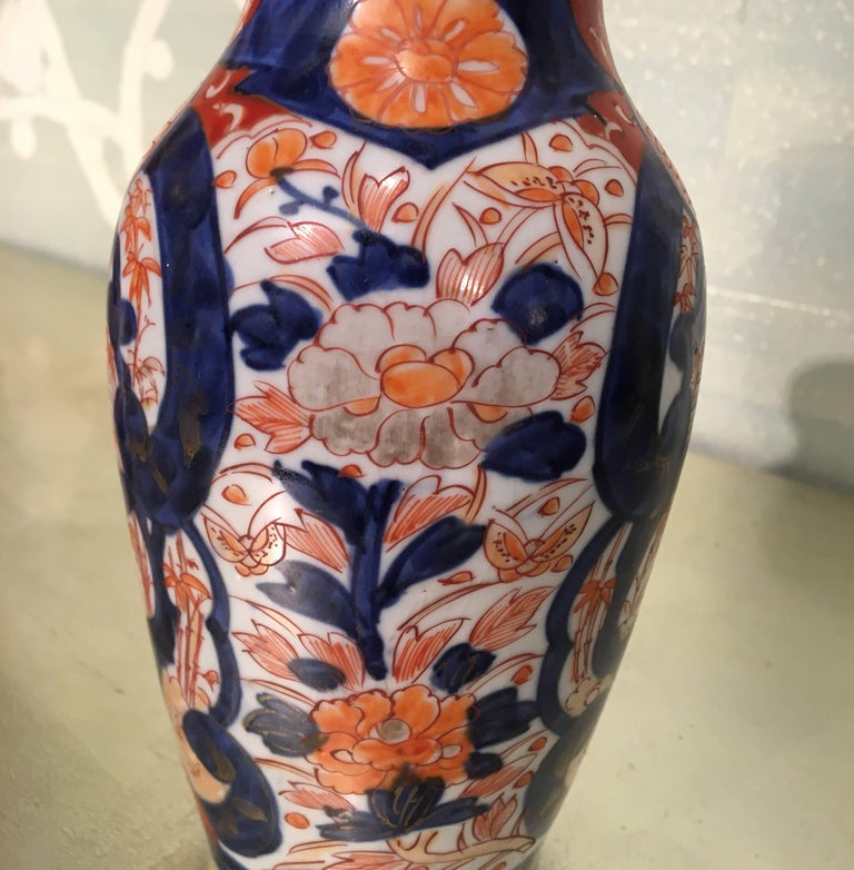 Pair of Imari Vases In Good Condition For Sale In New York, NY