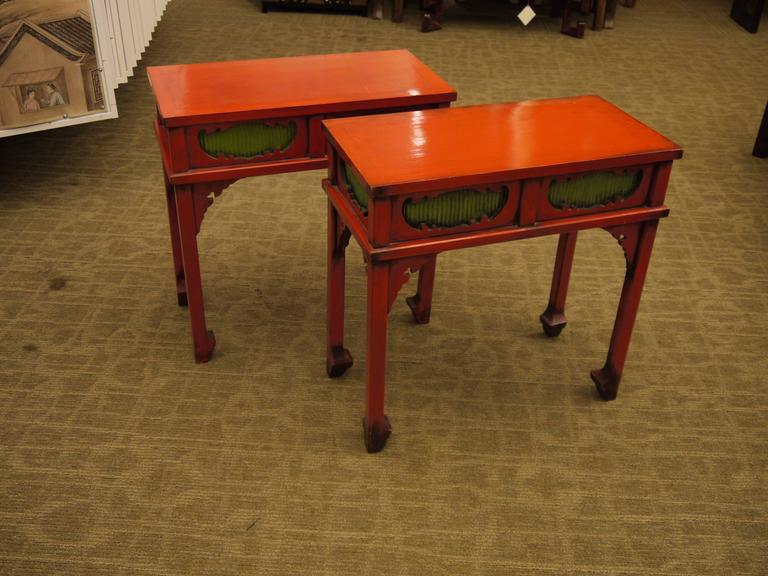 Merveilleux Wood Pair Of Japanese Red Lacquer Side Tables For Sale