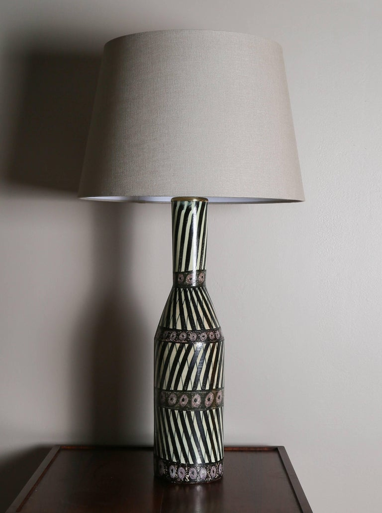 Large ceramic table lamp by Swedish ceramist Carl-Harry Stålhane in collaboration with Finnish designer Aune Laukkanen.