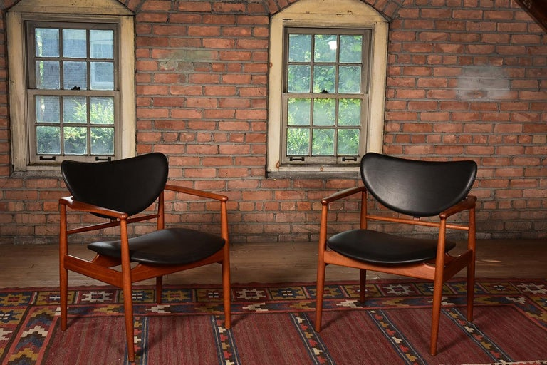 Finn Juhl by Niels Vodder, Pair of Armchairs, Model NV48 For Sale 1