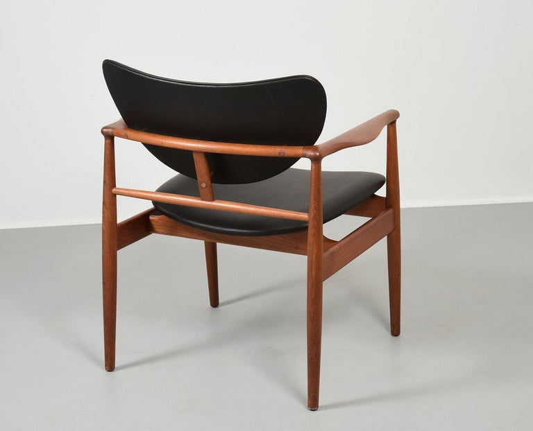 Finn Juhl by Niels Vodder, Pair of Armchairs, Model NV48 For Sale 2