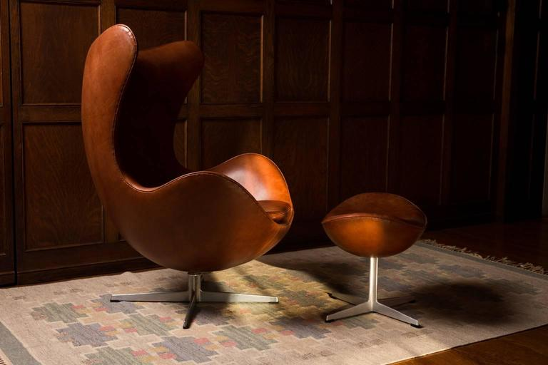 Early Arne Jacobsen Egg Chair and Ottoman for Fritz Hansen, Pair Available 4