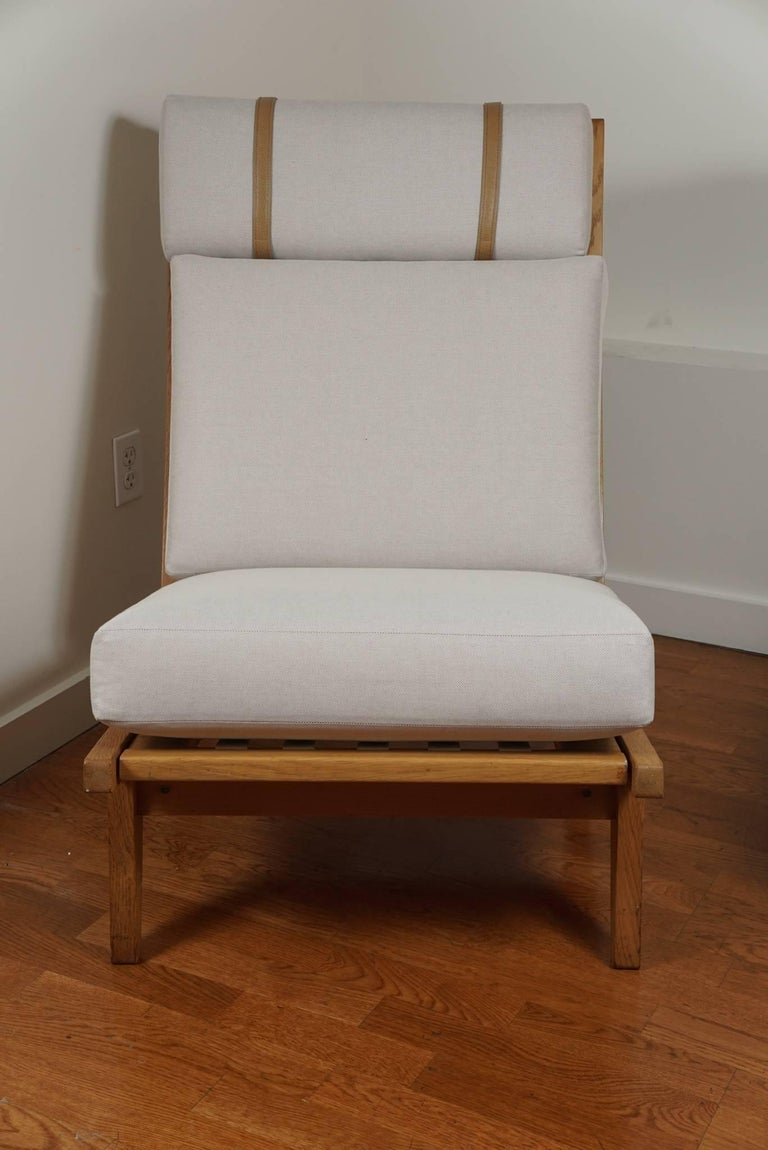 Hans wegner classic oak lounge chair at 1stdibs for Klassic furniture