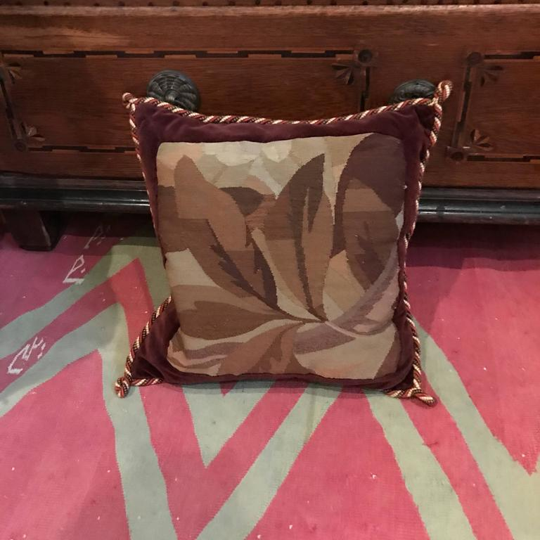Aubuson Pillows In Excellent Condition For Sale In Dallas, TX