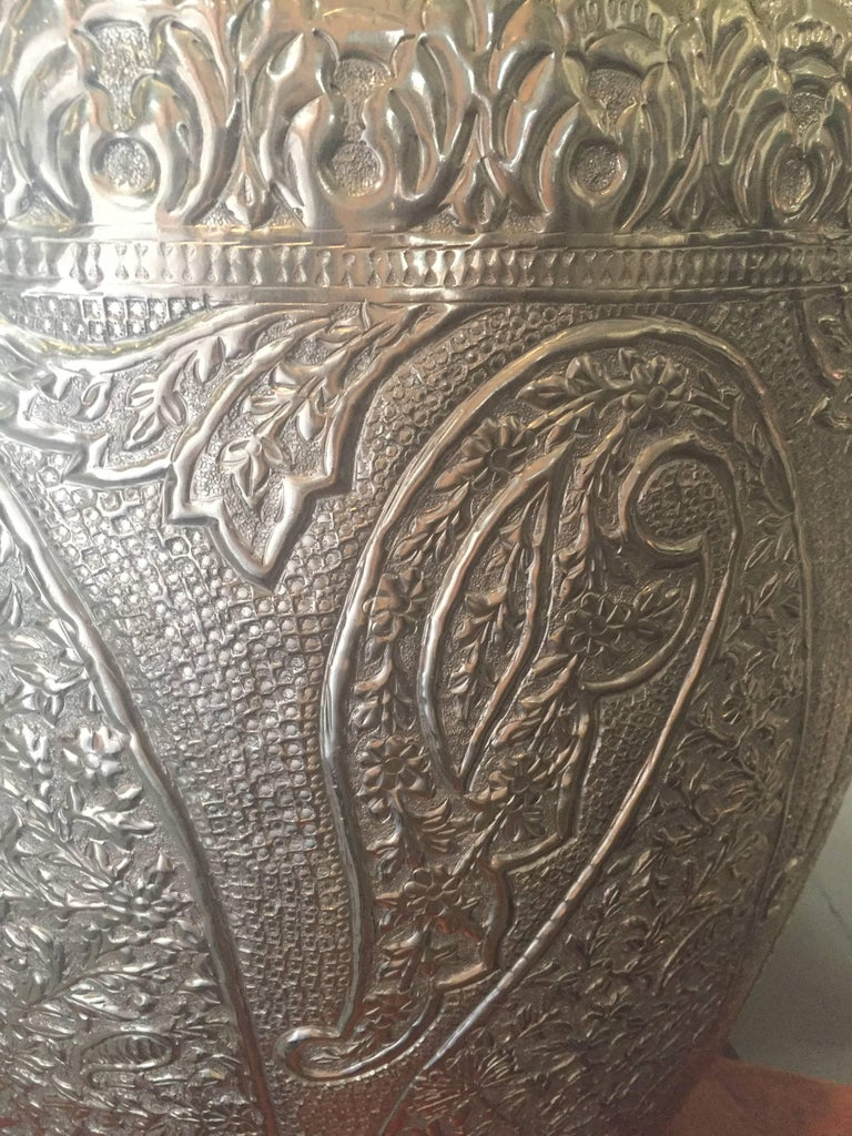 Drum Table Silver Tapered in Paisley Pattern In Excellent Condition For Sale In Dallas, TX
