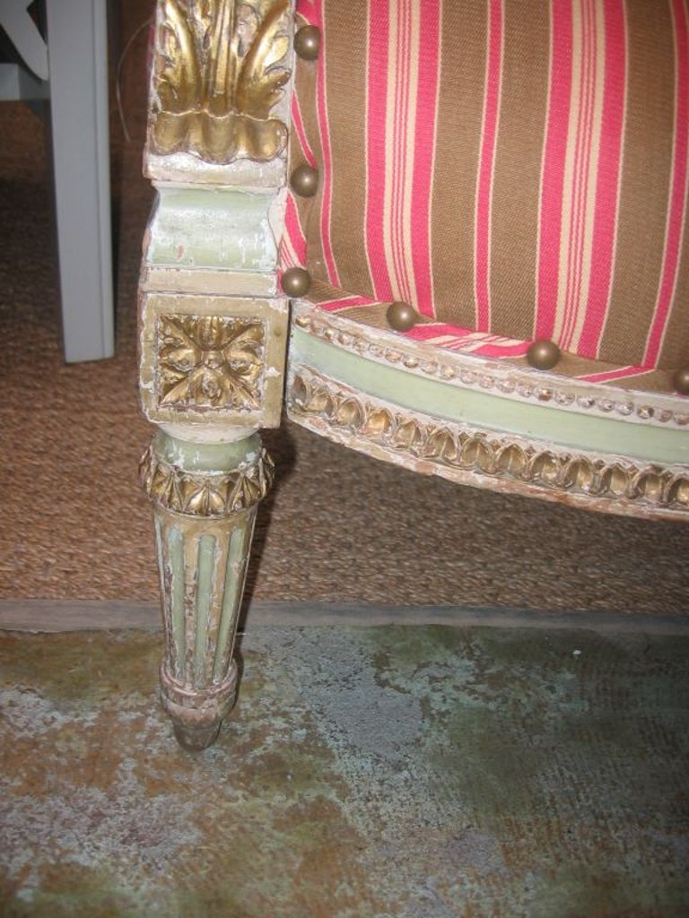 Louis XVI Style Settee In Good Condition For Sale In Dallas, TX