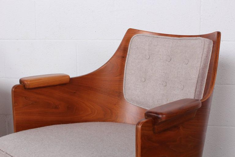 Rare Pair of Lounge Chairs by Edward Wormley for Dunbar For Sale 2