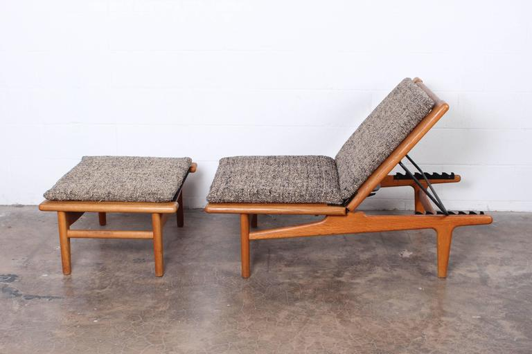 A matching pair of oak chaise longue or benches with ottomans designed by Hans Wegner.  Ottoman measures 30 x 23.5 x 15.