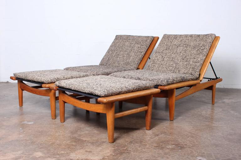 Pair of Oak Chaise Lounges by Hans Wegner 6