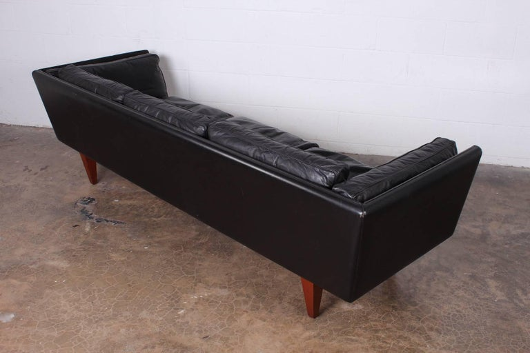Leather V11 Sofa by Illum Wikkelsø 8