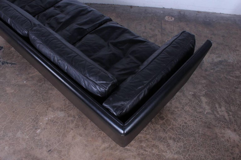 Leather V11 Sofa by Illum Wikkelsø 10
